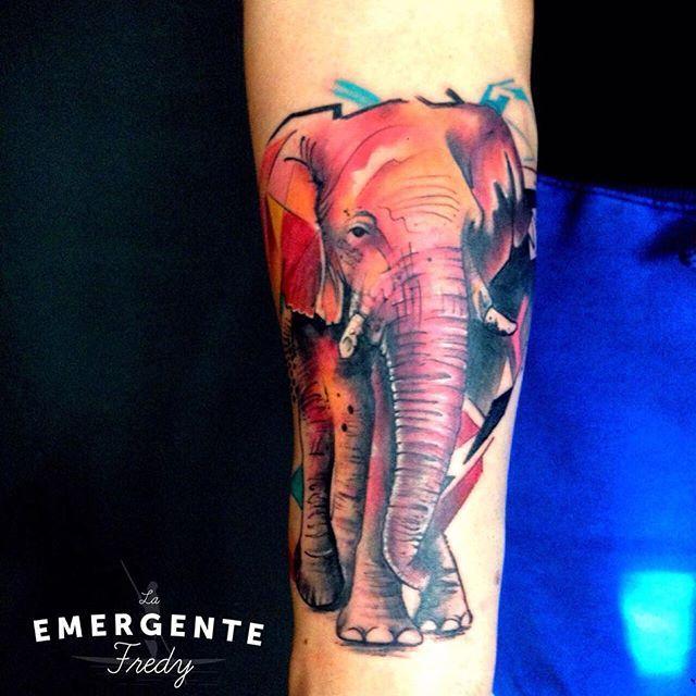 Marineros empezamos el día con este increíble elefante realizado por @fredygalindotattoo esperamos les guste #tatuajesbogota #tatuador #elephanttattoo #watercolortattoo #tatuajescolombia #laemergentecol