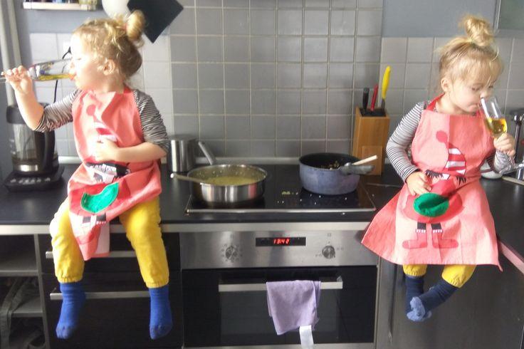 Byla jsem si vždycky jistá, že budou holčičky brzy samostatné. Však je k tomu taky vedeme. Čekala jsem, že nejprve přijde usínání bez nás nebo žebudou chtít vlastní postel. Že se mi ale dcera ve svých čerstvých třech letech odstěhuje, to jsem nečekala.   #batolata #dvojčata #z mého deníčku