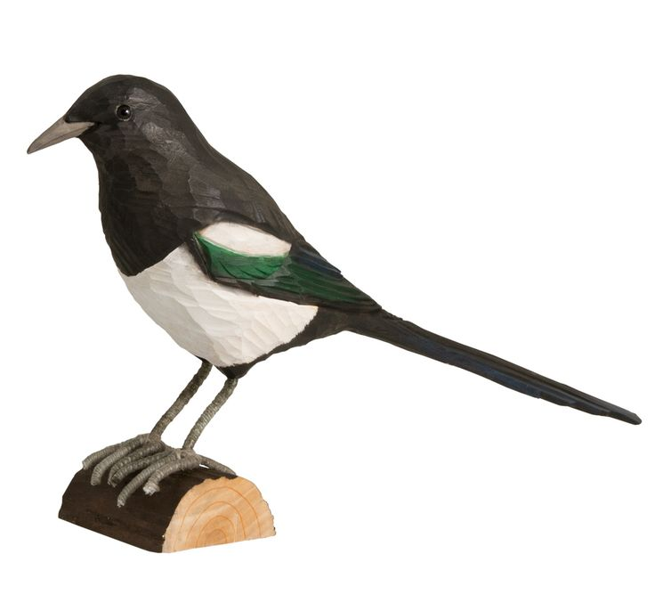 DecoBird from Swedish Wildlife Garden are a collection of lifelike birds hand carved in lime and hand painted using environmentally friendly paints #magpie #decobird #bird #handcarved #wildlifegarden.info #wildifegarden #elster #skata