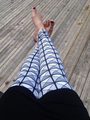 Liljan Lumo: Niittileggarit Women Leggins sewed by Liljan Lumo. Fabric by Verson Puoti.