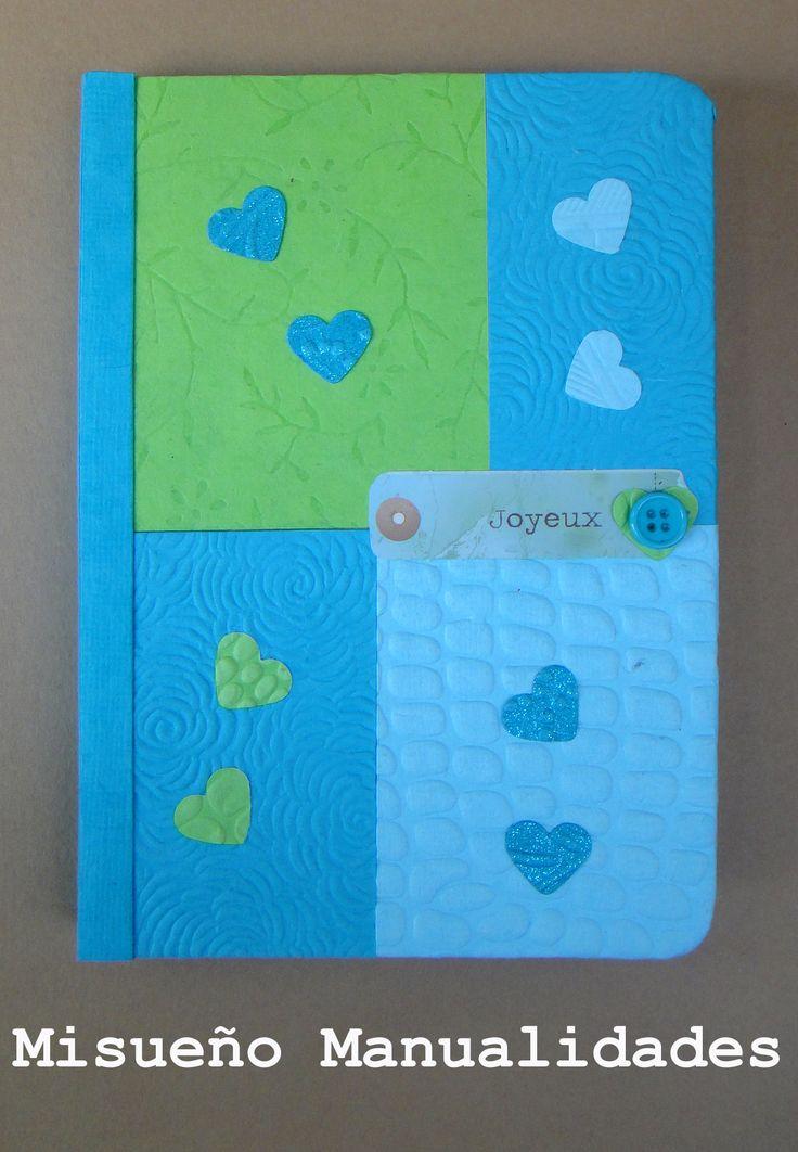 Libreta de tapa dura, forrada de papel hecho a mano. El papel se vende en juegos de 10 papeles de 10 x 20 cm y 10 papeles de 10 x 10 cm y está disponible en varios combinaciones de colores.  www.misuenyo.com / www.misuenyo.es