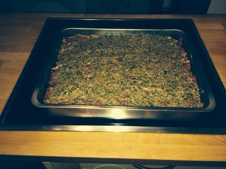AIGRILLADE ST GILLOISE   Paleron de bœuf couper en tranches assez fines, faire un mix avec oignons persil ail câpre cornichon et anchois et bien sûr pas mal d'huile d'olive ...Dans un plat, mettre une couche de ce Mix une couche de viande et ainsi de suite Termines avec le mix. Arroser d'huile d'olive et laisser mariner au moins 12 h. Le lendemain mettre au four à 160° au moins 3h ... servir avec un riz camarguais et Boire avec un magnifique pic st loup