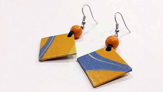 earring1 earring2 earring3 earring4 earring5  Bitte geben Sie Ihre Bestellung und sagen Sie mir das Ohrring-Nummer, die, das Sie gewählt haben  Jedes Paar Ohrringe ist einzigartig und originell, vollständig von Hand gemacht. Buchbinderei aus Pappe und handgemachte marmoriert Papier; Sie sind sehr leicht und vielseitig. 1, 5mm dick Die Marmorierung Prozess erfolgt auf nicht-sauren, gefüttert, Fabriano Papier mit einem Gewicht von 90 Gramm. Sie sind fein mit einem wasserbasierten Lack…
