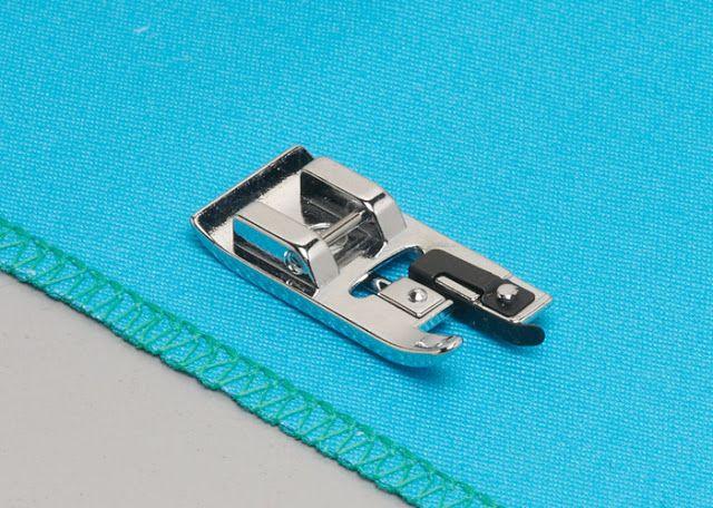 Prensatelas Overlock Este Prensatelas nos proporcionará un acabado similar al de las Máquinas de Coser Overlock, rematando el borde de la Tela de igual forma.