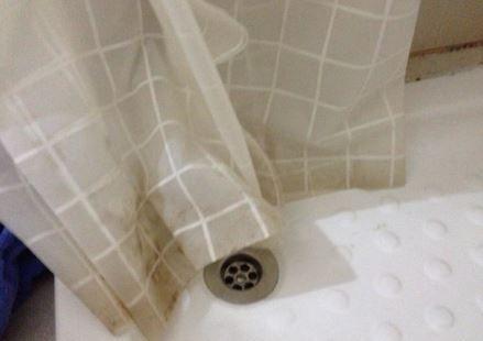 Zuhanyfüggöny tisztítása.