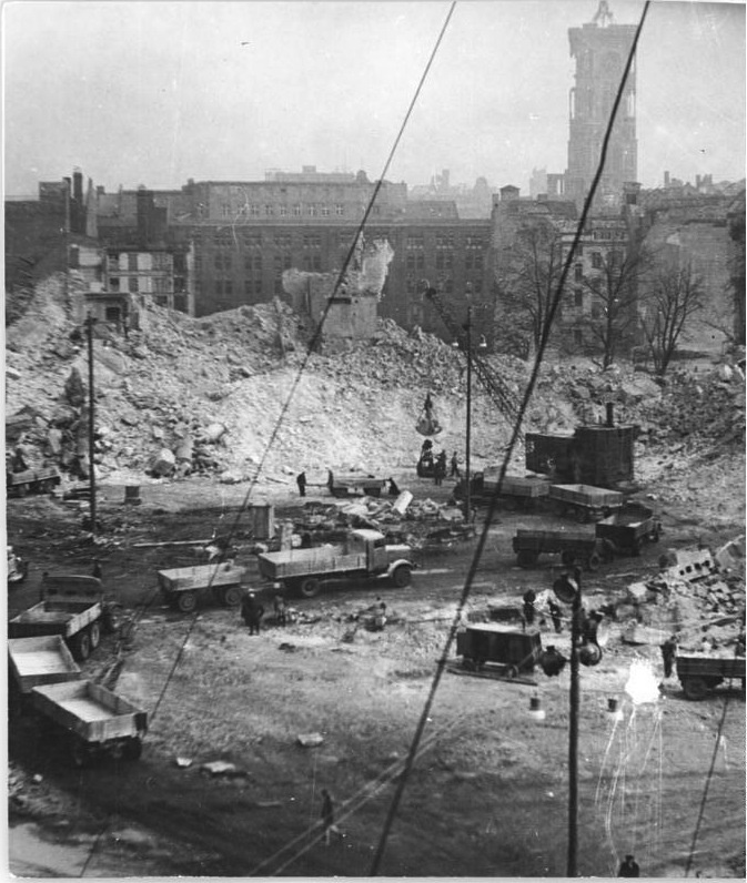 Eva Kemlein, Sprengung des Berliner Schlosses, 1950 (Demolition of the Berlin Castle)