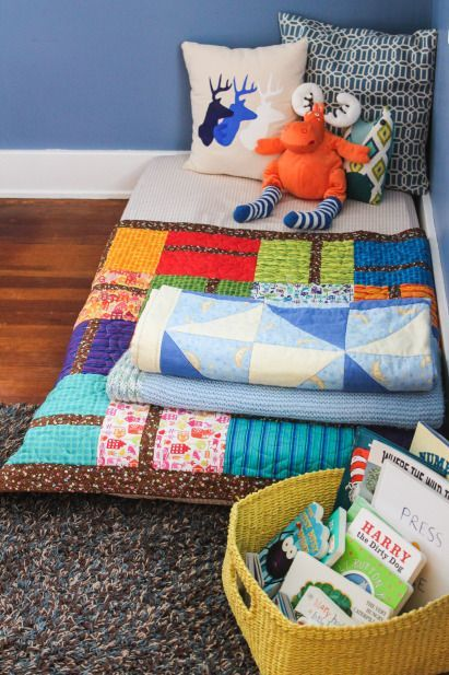 La habitación infantil Montessori prescinde de la típica cuna con barrotes, sustituyendo por un simple colchón en el suelo. #lavozdelmuro #montessori #crianza #bebés #niños #educación #decoracion #habitacionesinfantiles consejos – La voz del muro
