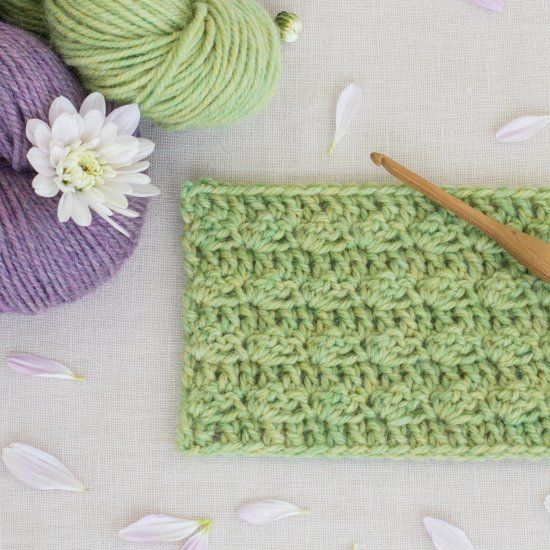 Learn how to crochet the whimsical (yet sturdy) Silt Stitch with this easy written AND video tutorial! Perfect for all beginners! ☆ ★   Thanks so for share https://uk.pinterest.com/peacefuldoves/