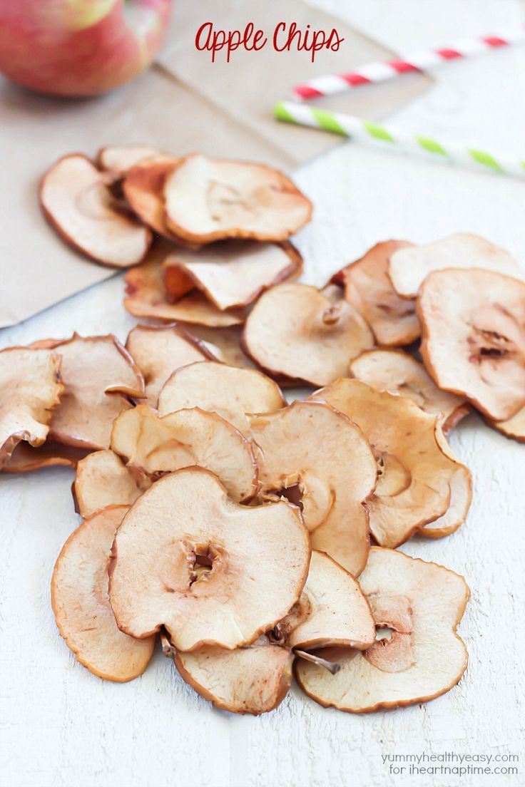 Homemade apple chips recipe on iheartnaptime.com ...yum! Perfect for fall!