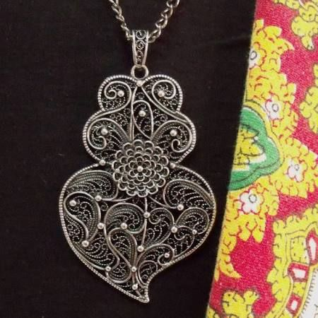 portuguese filigree jewelry - Google Search.  This is similar to the pendant I have from Cristina, from Portugal.