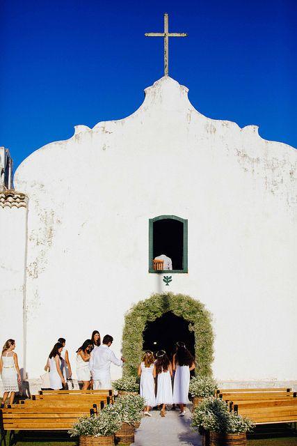 A igreja de São João Batista enfeitada para um casamento em Trancoso. UXUA Casa Hotel & Spa, Trancoso, Bahia. #Trancoso #Wedding