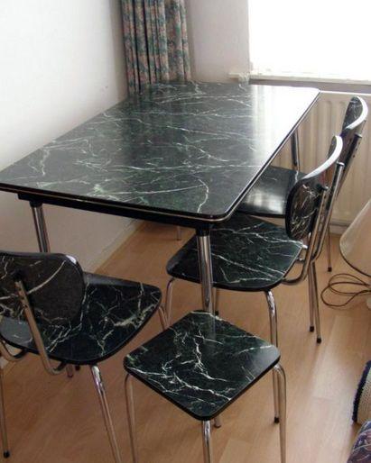 Formica tafel en stoelen, stond vroeger bij ons in de keuken.