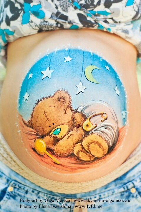 Belly paint by Olga Meleca. Love the detailed bear.