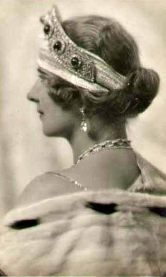 King Alexander II of Serbia's wife, Maria (formerly Princess Maria of Romania)? - see neighbouring pins for the history of this tiara