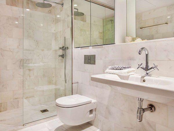 Inmobiliaria en el barrio Gótico de Barcelona #biMAX #lavabo #TRESGriferia #spain