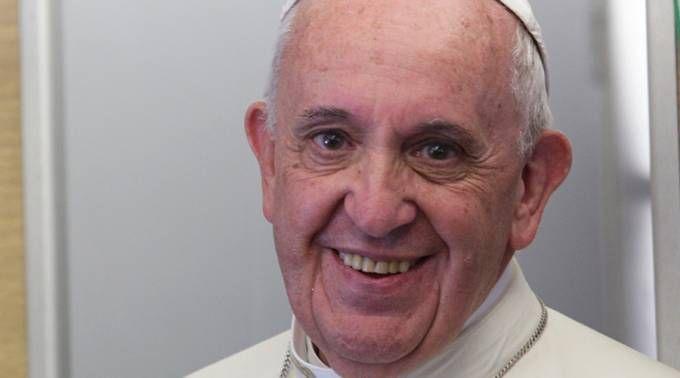 27 de junio: El Papa Francisco cumple 25 años de obispo 27/06/2017 - 02:06 am .- El Papa Francisco cumple hoy 25 años de su consagración como Obispo Auxiliar de Buenos Aires, conferida por el Cardenal Antonio Quarracino, Arzobispo de la capital argentina, el 27 de junio de 1992.