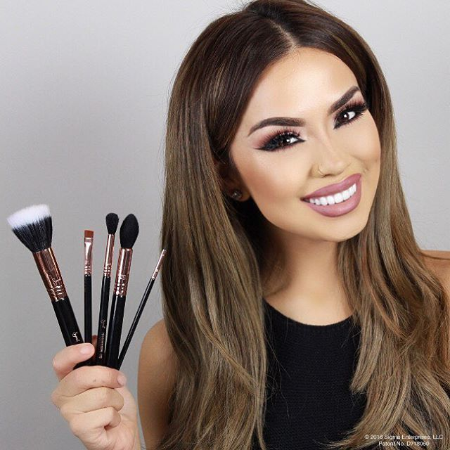 And another MAJOR SURPRISE, I've teamed up with @sigmabeauty to bring you the iluvsarahii Flawless Favorites brush set!