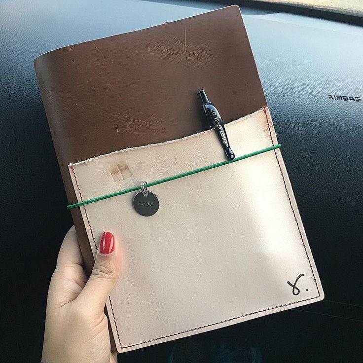 Capturing the beauty of natural and stag leather in natural light#sojournerbyretrowtures #documentinglifeasithappens #sojournertraveller #planneraddict #plannercommunity #sojournera5designer #retrowtures