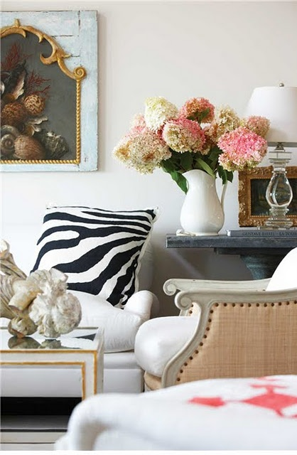 : Zebras Stripes, Living Rooms, Zebras Pillows, Design Interiors, Hotels Interiors, Interiors Design, Zebras Prints, Fresh Flowers, Animal Prints