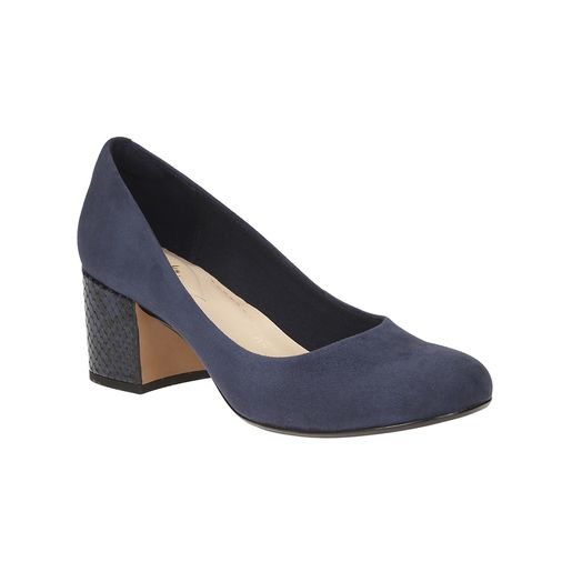 Grab now Women's Footwear, Flat Shoes, Ladies Shoes at Clarks.in. Shop Latest Collection of Shoes for Women Online in India. Visit our website and get new fashion styles of women footwear arriving daily.