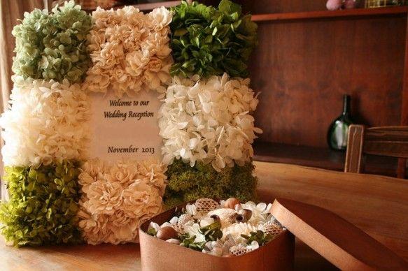 結婚式・披露宴には欠かせないオーダーメイドのウエルカムボードですお花のもちを気にせずにずっと飾ることができますので結婚式の思い出にもなりますナチュラルなイメー...|ハンドメイド、手作り、手仕事品の通販・販売・購入ならCreema。