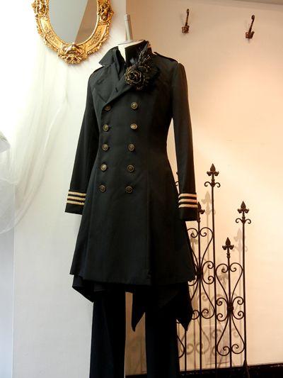 人気の軍服風ワンピースジャケット、生地違いで入荷しました!衿を正して、気持ちも凛々しく着こなしてください新しいお色も増えて、ますますジャケットの着られる秋が待ち遠しくなります・・・・メンズアイザックギメルJKOP[6313・M6313]¥31,104.-(¥28,800.-) men※レディースサイズ後日入荷予定。カラー黒 / ボルドーシックで大人っぽい黒は、合わせやすく普段からも着やすいお色。お首元を締めてかっちりでも、少し開けてブラ...