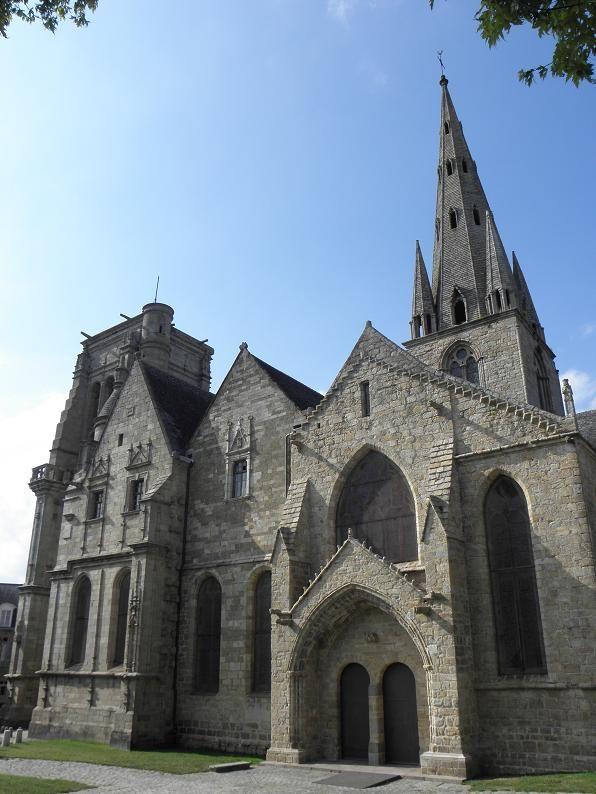 Guingamp (Côtes d'Armor) - Basilique Notre-Dame de Bon secours - du XIème au XVIème