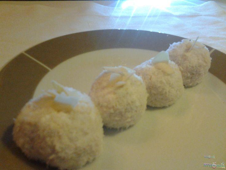 raffaello, kókusz, túró, sütés nélküli, gyors, egyszerű, zabkorpa, kedvenc, desszertgolyó, ünnepek