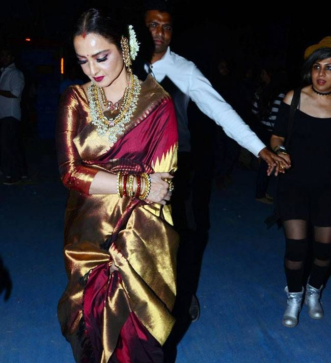Rekha at the 22nd Star Screen Awards 2016