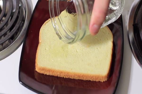 Áztass kenyeret ecetbe, majd tekerd a lábadra! A hatás eszméletlen! - Tudasfaja.com