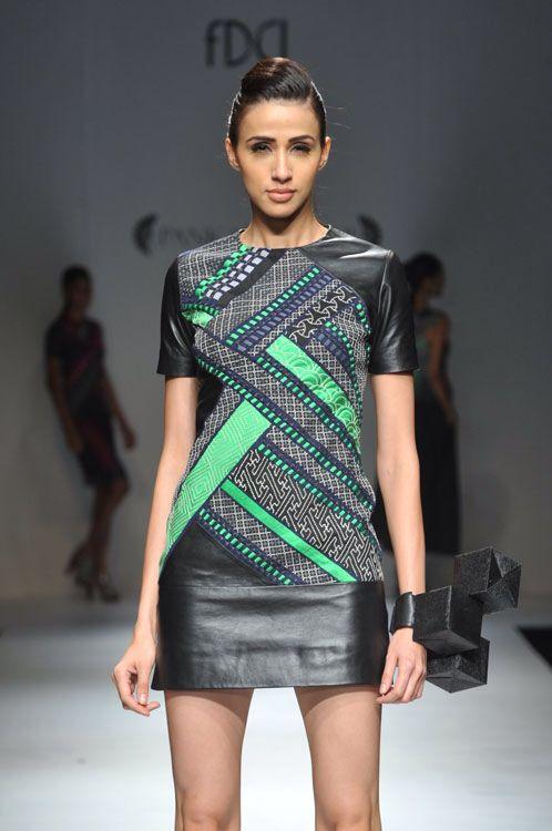 Pankaj & Nidhi são dois talentosos estilistas que se uniram para lançar sua marca em 2006. Este casal se destaca quando se trata de criatividade e inovação. As roupas são de tirar o fôlego, verdadeiras obras de arte e estão disponíveis somente na Kaly Madhu!