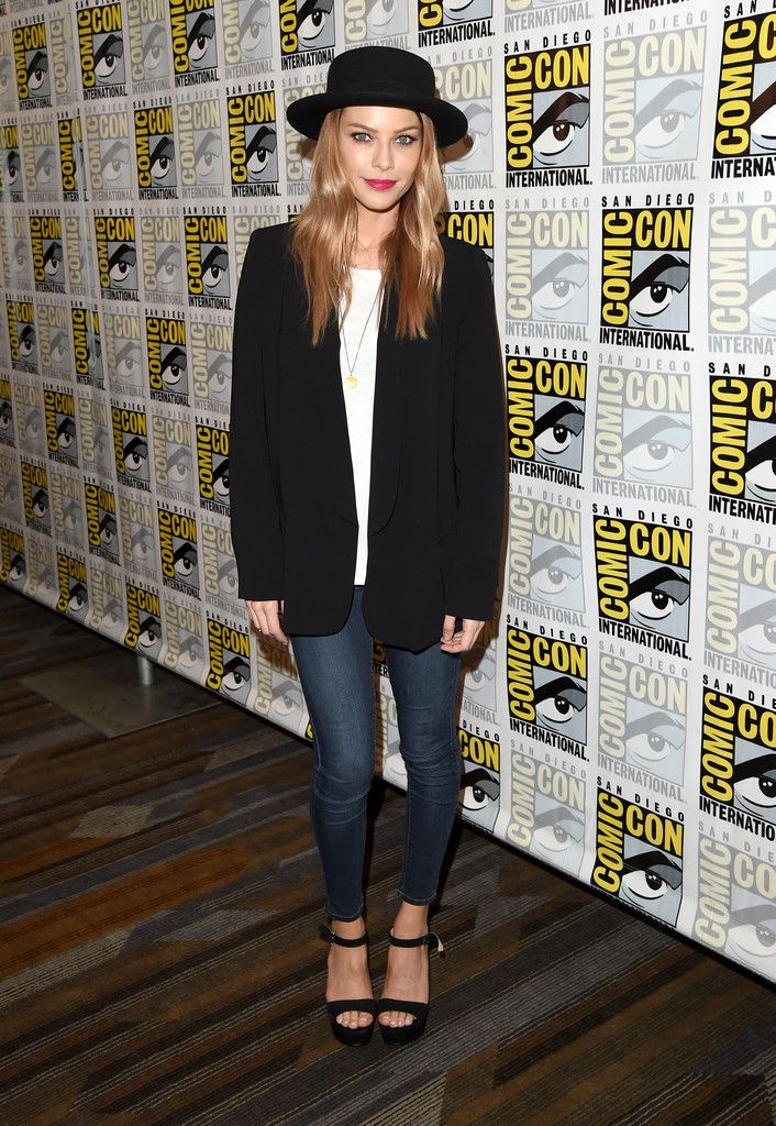 """Lauren German Photos - Actress Lauren German attends the """"Lucifer"""" press room during Comic-Con International 2015 at the Hilton Bayfront on July 10, 2015 in San Diego, California. - Comic-Con International 2015 - 'Lucifer' Press Room"""