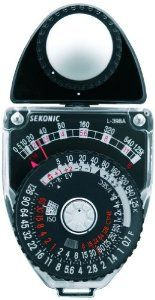 Let's see what are the basic rules to be able to use the analog meter without any problems!  This tool is essential whenever the conditions do not allow to establish, in an exact manner, the type of settings that you must perform before you press the shutter button..............