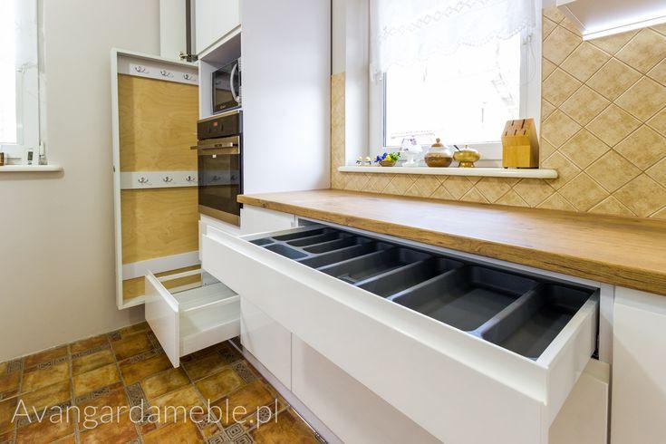 Kuchnia na wymiar z dużą spiżarnią - Avangarda Meble - Avangarda Meble…