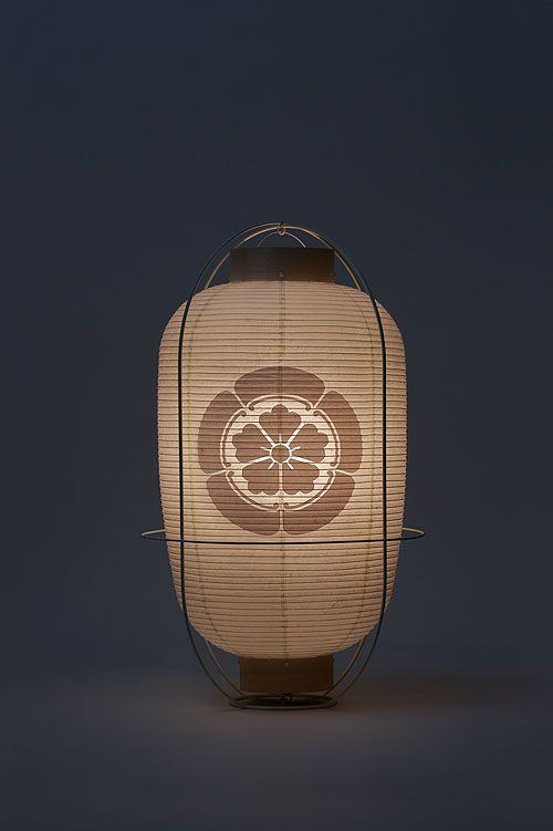 提灯 ー お祭りの時、氏子の家の軒先に提灯が下がっているのを見ると、伝統が守られている事を嬉しく思います。Japanese paper lanterns