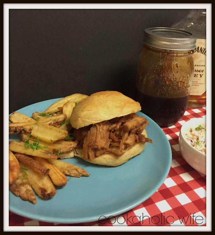 slow cooker jack daniels honey whiskey bbq sauce pulled pork sandwiches, slow cooker pulled pork, jack daniels honey whiskey sauce, bbq sauce, barbecue sauce, pulled pork with honey whiskey bbq sauce