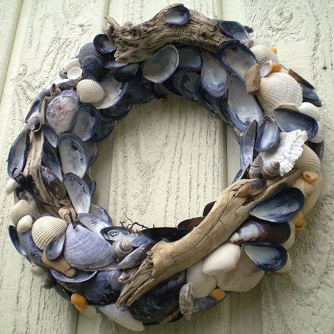 seashell and driftwood wreath by nerinna2 (flickr) I love this. She lives on an island and gathers shells and driftwood for her projects.