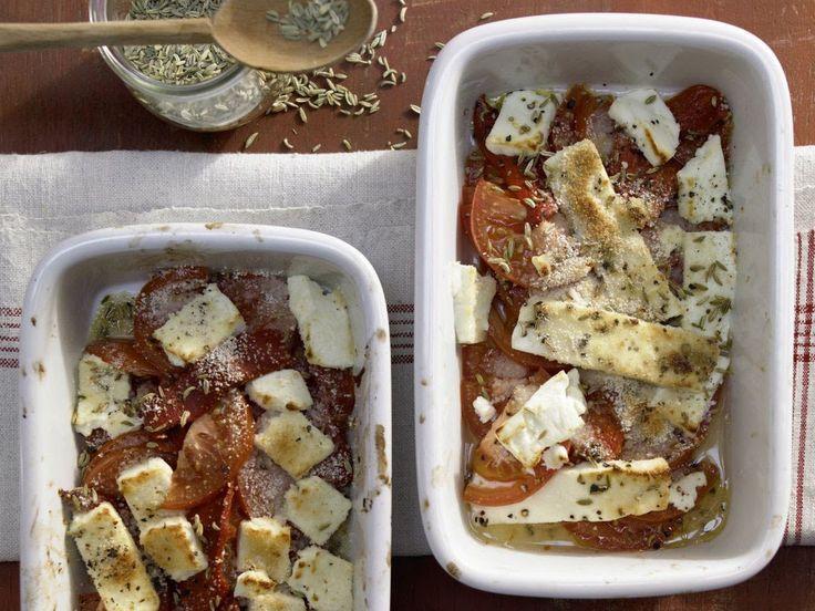 Запеченный сыр фета. Овощи под сыром в духовке.