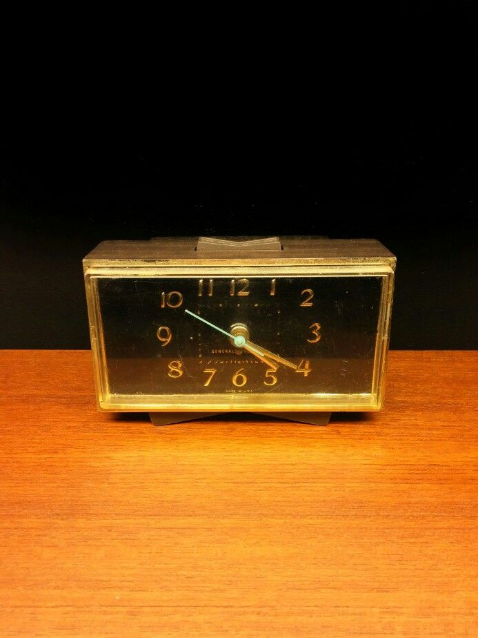 GENERAL ELECTRIC alarm clock.