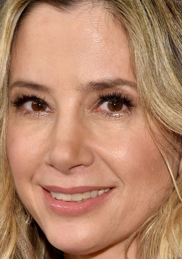 Close-up of Mira Sorvino at the 2016 Weinstein Company and Netflix Golden Globes After-Party. http://beautyeditor.ca/2016/01/15/golden-globes-after-parties-2016