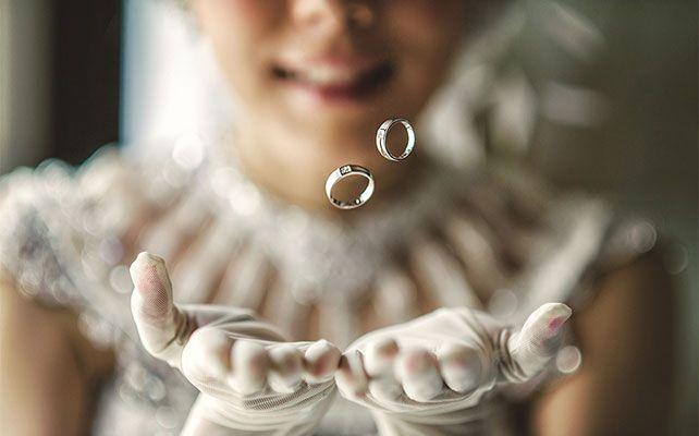 Как красиво и необычно сфотографировать кольца на свадьбе?