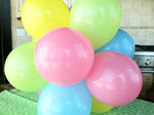 Best 25 balloon topiary ideas on pinterest balloon for Balloon decoration how to make