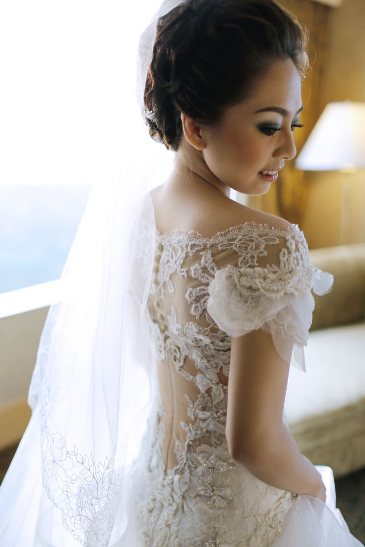 Stunning back details, subtle and delicate yet luxe #details #detail #bride #wedding #weddinggown #bridalgown #hautecouture #couture