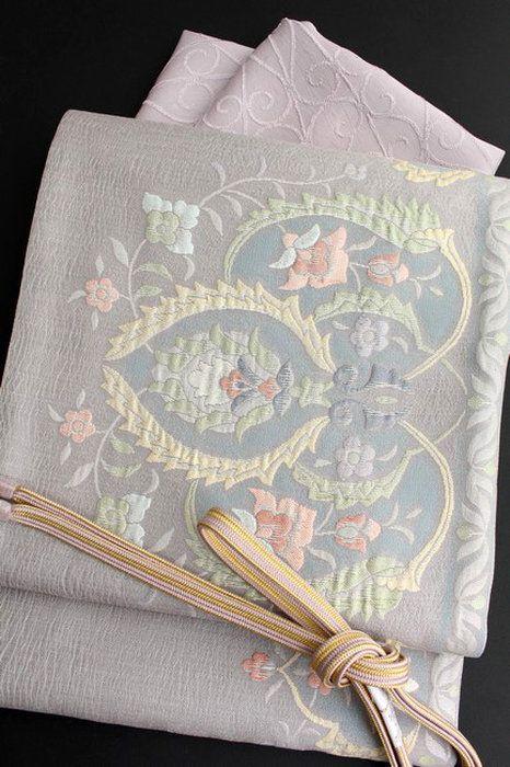 特選西陣織正絹袋帯膨れ織り薄グレー地更紗花模様超軽量