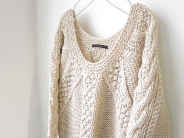 ローゲージニットが流行していますね。自分で編めたら素敵だと思いませんか?セーターやカーディガンは時間がかかって大変ですが、マフラーや手袋などの小物なら、短い時間でも編めちゃいます!