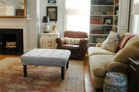 DIY upholstered ottoman! Im thinking this project is in my near future!