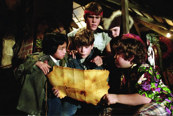 Still of Sean Astin, Corey Feldman, Josh Brolin, Jeff Cohen and Jonathan Ke Quan in The Goonies (1985) http://www.movpins.com/dHQwMDg5MjE4/the-goonies-(1985)/still-57782272