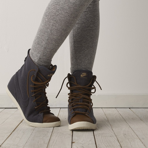 Nike Raquette Hi Women's Shoe - and they're on sale :)