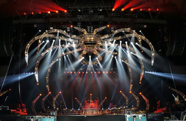 Stage for kiss | Movies & music | Stage set design, Stage ...