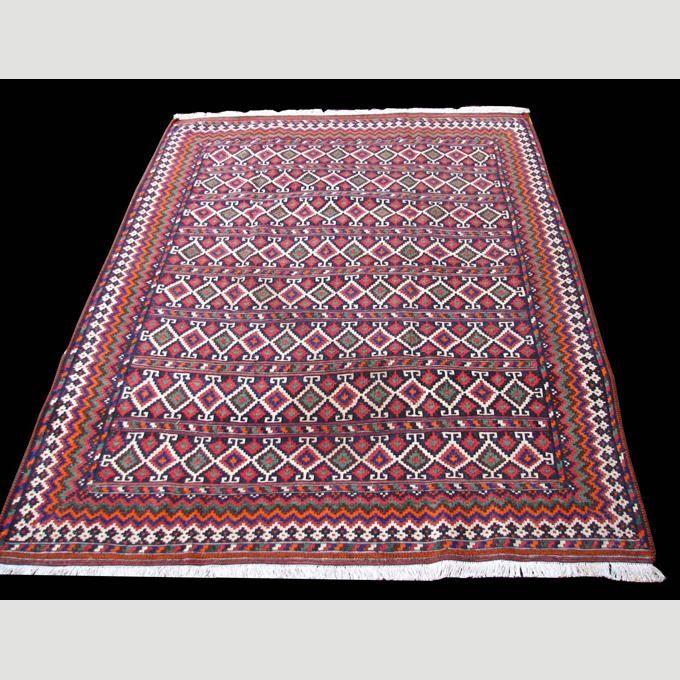 ペルシャ絨毯・キリム・ギャッベ等のカーペット・ラグのショップ。現地直接買い付けの為、良い商品を激安価格で。玄関マット・廊下敷き、リビング用等、本場の手織りペルシャ絨毯・機械織り絨毯を大量に取り扱い。